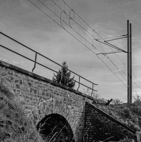 Drát na mostě