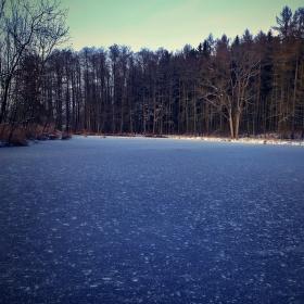 Zmrzlá hladina