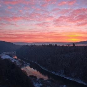 Ůdolí řeky Berounky při východu slunce