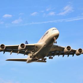 A 380-800 Johannesburg D-AIME na finále dráhy 25 L letiště Frankfurt.