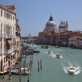 Slunečný den v Benátkách.