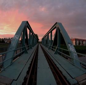 Západ na mostě.