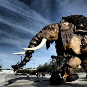 Obří mechanický slon