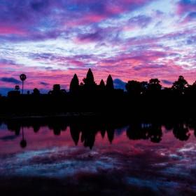 Angkor Wat - východ slunce po dešti