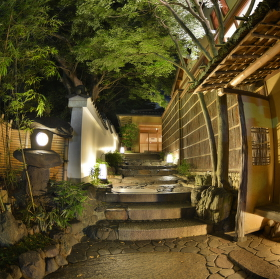 Vstup do Ryokanu (penzionu). Kjóto, Japonsko.
