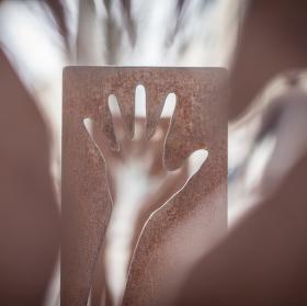 Ruka v ruce.