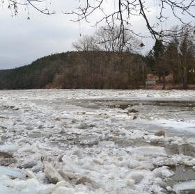 Ledy na řece