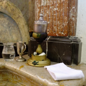 Křtiny v kostele