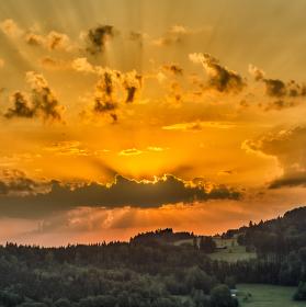 Západ slunce v Orlických horách