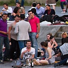Piknik na břehu Seiny v Paříži