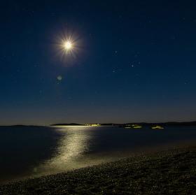 Letní noc u moře