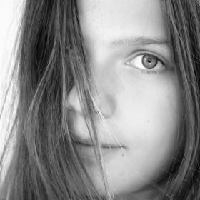 Portrét v šedé