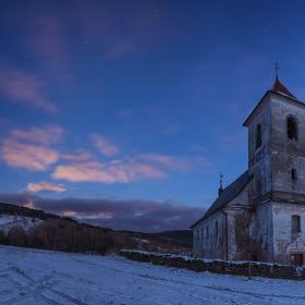 Kostel na Vrchní Orlicí po soumraku