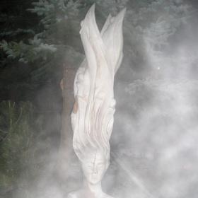 V mlhavém oparu.