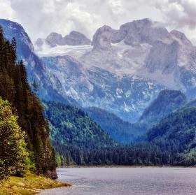 Velikán nad jezerem