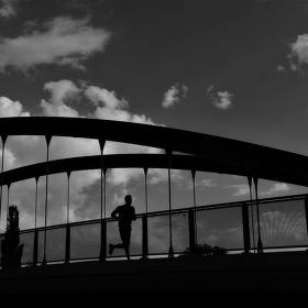 ... na mostě