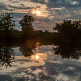 Poklidný srpnový podvečer na řece Moravě