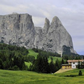 Monument na Alpi de Sussi