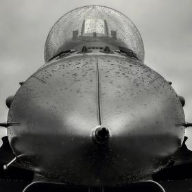 Mokrý čumák F-16