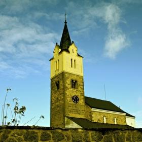dnes po mši vylezlo sluníčko a honily se mráčky, kostel Nanebevzetí panny Marie v Obděnicích