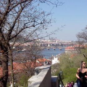 Golden Prag, Frühling und Mädchen
