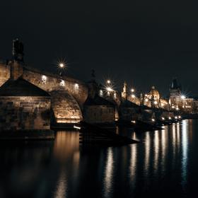 Noční Karlův most