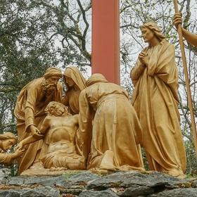 Snímání Krista z kříže - Lurdy