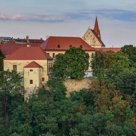 Znojemský hrad a paraglidingista