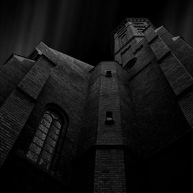 Súmrak nad kostolom