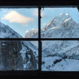 Mt Cook skrze okno