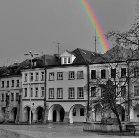 Malé náměstí v Hradci Králové po dešti.