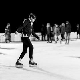 V noci na ledě
