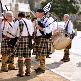 Bretaň... město Roscoff... místní slavnosti