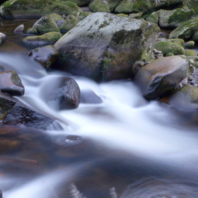 U řeky
