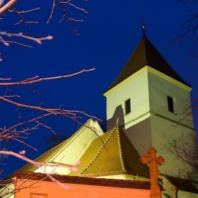 Večerní pohled na kostel