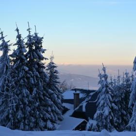 Pohled od  chaty Ostrý