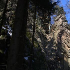 Studenecké skály. Nejvýraznější skalní skupina skal v Orlických horách.