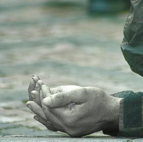 Nastavené dlaně,jen těm co jsou ochotni ztratit chvíli času...