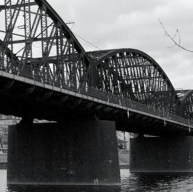 Železniční most přes Vltavu