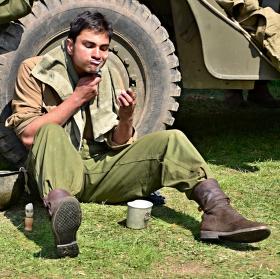 Holící se voják