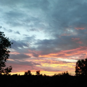Večerní hrátky slunce na obloze