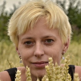 Blondýnka v pšenici