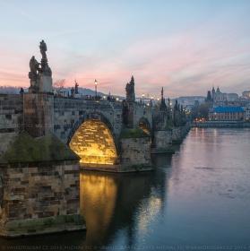 Podvečer na Karlově mostě