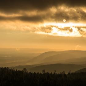 Západ Slunce z vrcholu Loučné