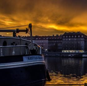 Západ slunce na pražské náplavce