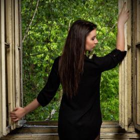 Opuštěná u okna