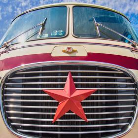 Rudý autobus