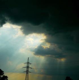 Dokáže osvícená elektřina zabránit bouřce?