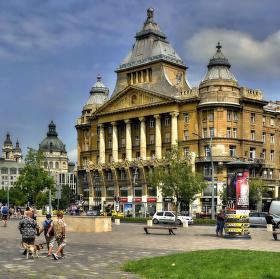náměstí plné ruchu