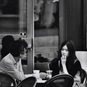 Rande v kavárně